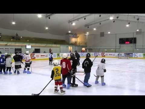 אימון קבוצת ילדים Hawk Haifa במגרש הוקי קרח חולון